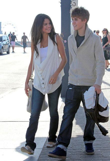 selena gomez and justin bieber on the beach. Justin Bieber and Selena Gomez