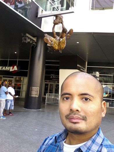 Taking a selfie with Shaq's new bronze statue at STAPLES Center in Los Angeles...on March 29, 2017.
