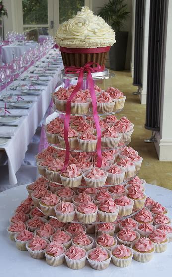 Wedding Cake vs Wedding Cupcakes ? Hudson Valley Ceremonies