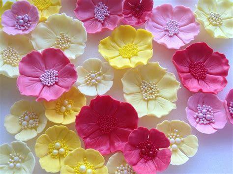 Edible icing sugar flowers wedding cake decorations. 12