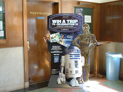 """Star Wars"" C-3P0 and R2-D2 in Sauk Centre"