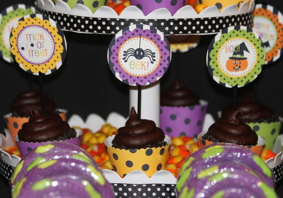 DIY HALLOWEEN PRINTABLES -- Cupcake Topper Circles, Treat Bag Toppers, and a Banner