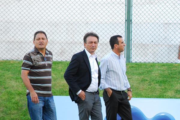 Presidente Rubens Guilherme , ao centro, está atendendo aos anseios dos torcedores e  e realizando modificações no futebol alvinegro