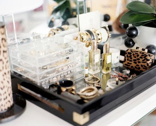 LE FASHION BLOG CHIC NEW YORK CITY BEDROOM LONNY MAGAZINE MICHELLE ADAMS LEOPARD PRINT LAMP CLEAR LUCITE JEWELRY BOXES BRACELET HOLDER BLACK TRAY PERFUME BEAUTY SMALL LEOPARD CLUTCH BAG VANITY HOLLYWOOD GLAMOUR CHIC MINIMAL INTERIOR DESIGN DECOR 1 2 photo LEFASHIONBLOGCHICNEWYORKCITYBEDROOMLONNYMAGAZINEMICHELLEADAMS2.jpg