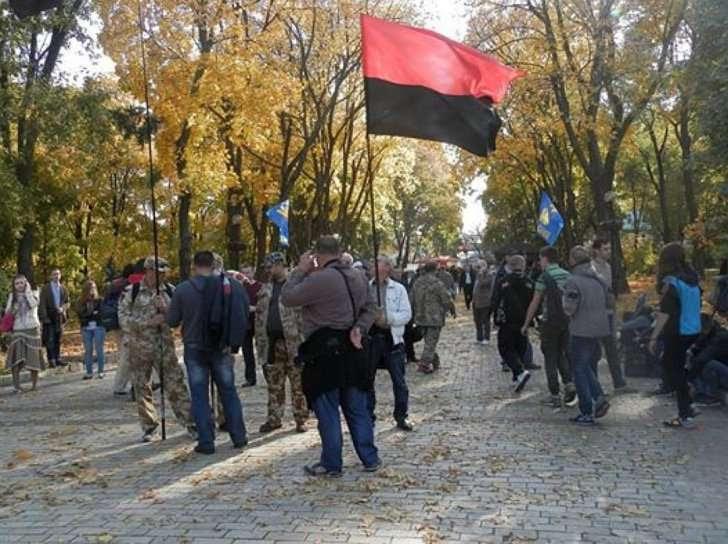 Ющенко дал звание героев Украины Бандере и Шухевичу, а новый президент, Порошенко, сделал еще и официальный государственный праздник в их честь