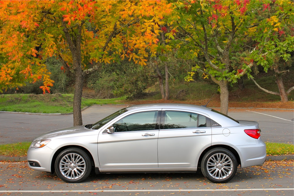 2012 Chrysler 200 wallpapers