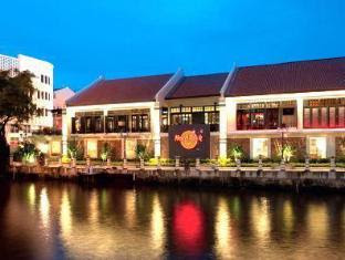 Galvanize Studio Stay Malacca / Melaka - Neighbour Hard Rock cafe