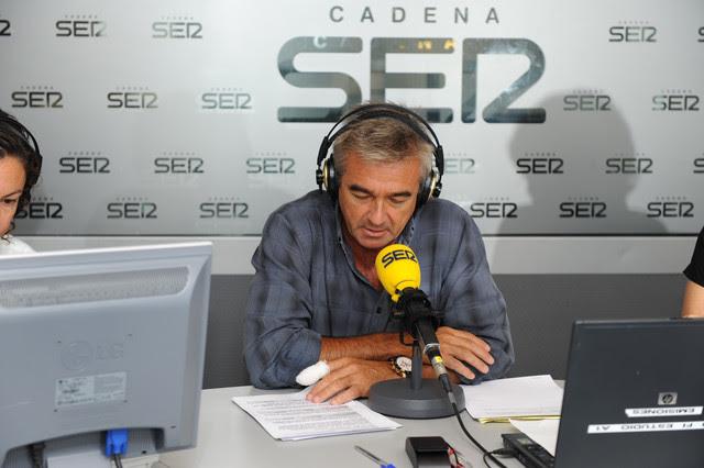 En la imagen, Carles Francino presentando su programa en la SER