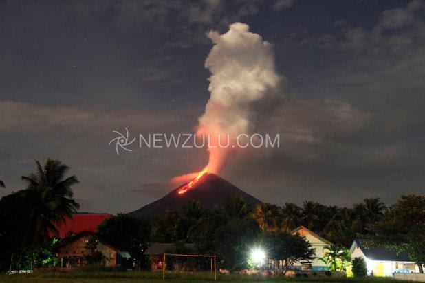 Owly ImageCoulée de lave sur le volcan Soputan, 03 février 2015