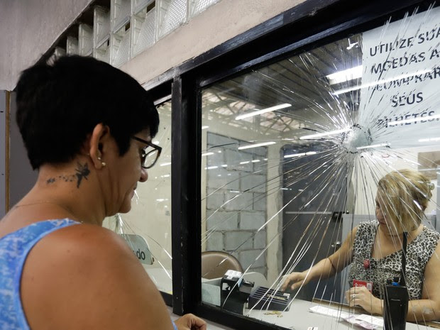 Guichê do Metrô destruído na Estação Barra Funda na quarta-feira (Foto: Alice Vergueiro/Futura Press/Estadão Conteúdo)