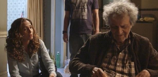 """Em """"Babilônia"""", Sebastião conversa com Regina sobre a morte de seu pai"""