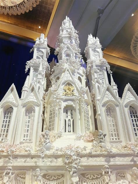 So neat! Amazing detail. Luxerion Castle Wedding Cake