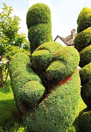 perierga.gr - Προκλητική... κηπουρική τέχνη!