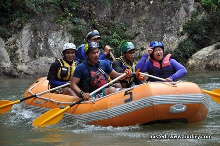 Cuba Aktiviti Lasak Water Rafting Di Sungai Kampar