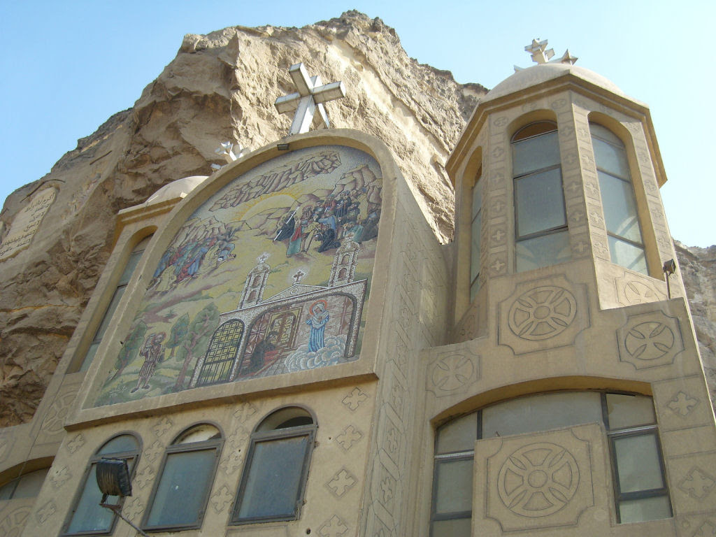 A incrível Igreja da Caverna dos Zabbaleens no Cairo 10