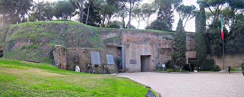 Archivo:Roma-fosseardeatine6.jpg