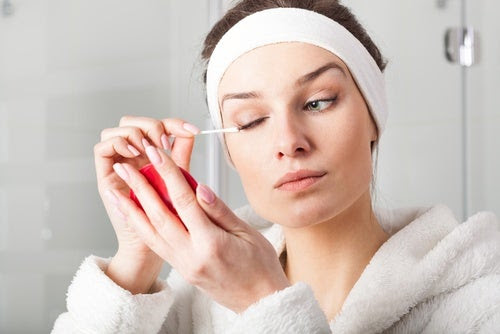 Utiliza removedor de maquillaje