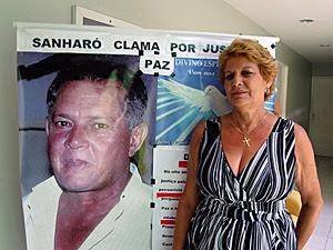 Maria de Lurdes luta, há 8 anos, por justiça pelo irmão assassinado. (Foto: Katherine Coutinho / G1)