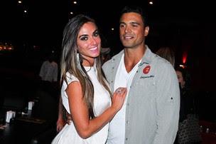 Nicole Bahls e Gustavo Salyer vão ao teatro em São Paulo (Foto: Manuela Scarpa/ Foto Rio News)