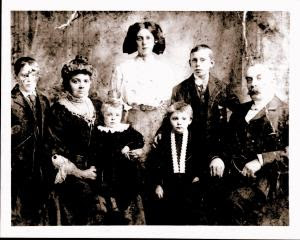 James, Margaret with  Janet, Helen, Peggy , William Jr., William Sr. (left to right)