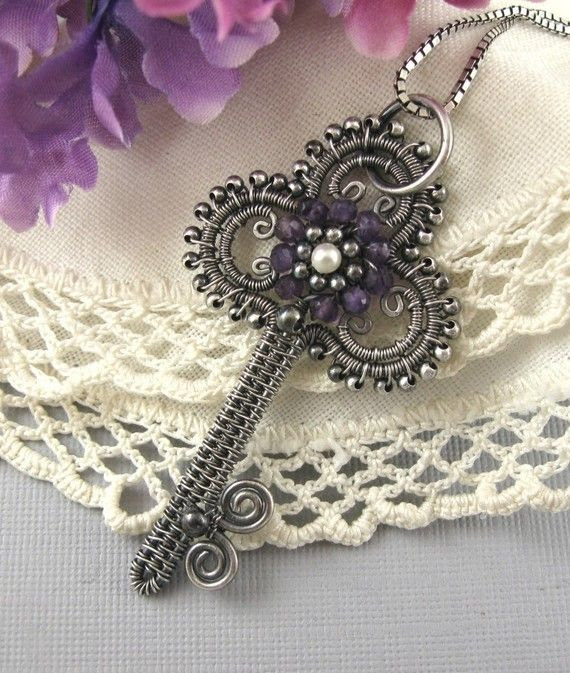♥ I have always lived this key!  Jewelry Tutorial-Victorian Key Pendant Wire wrapped