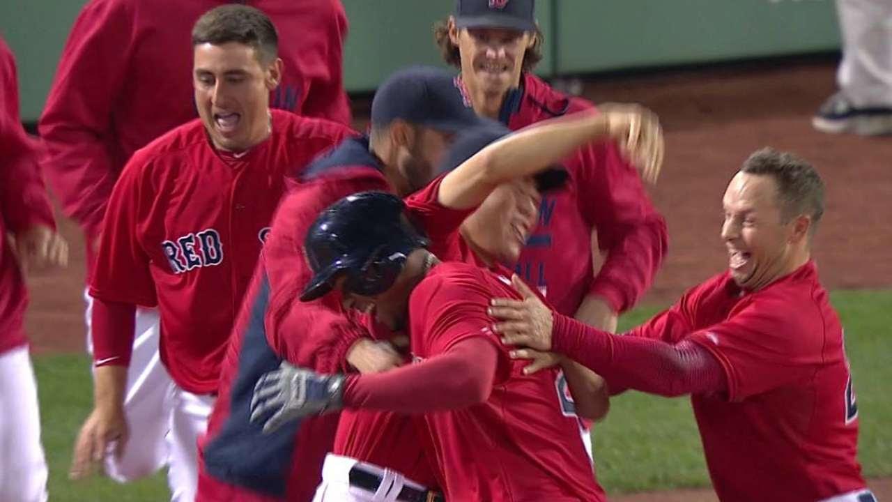 Con hit de Bogaerts Boston deja tendido a Orioles