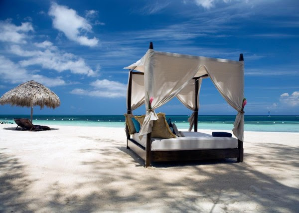 four poster beach bed relaxation
