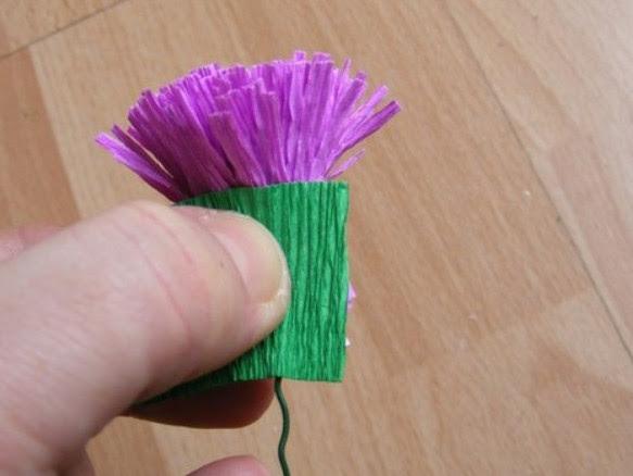 Цветы из гофробумаги своими руками (12)