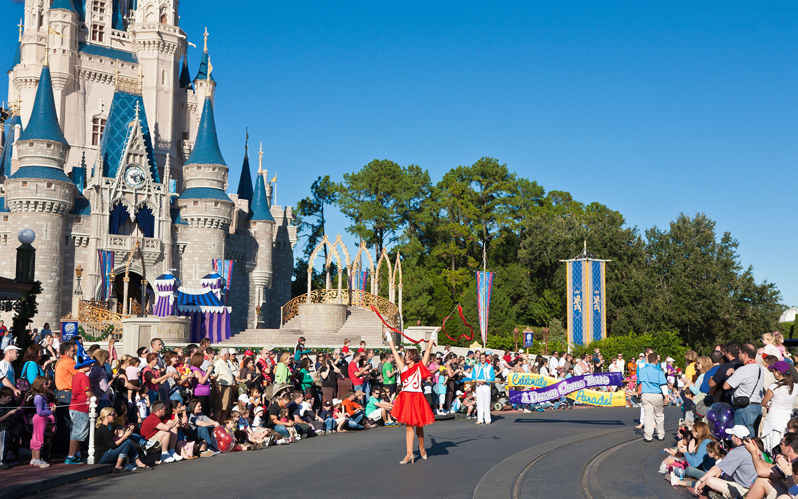 Cheap Disney Vacation Packages  Traveling When Times Are