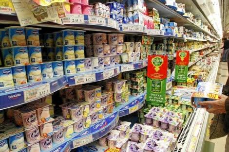 Yogures en un supermercado. | Sergio González