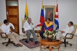 Chávez   durante un encuentro con Fidel, Raúl y el presidente de Ecuardo  Rafael Correa.