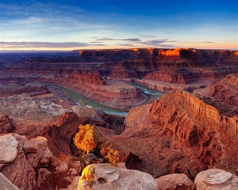 desert sunrise scenery canyonlands national park utah