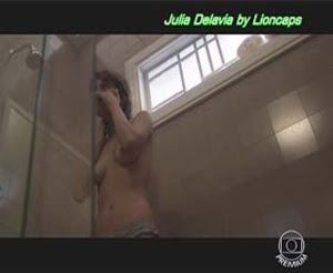 Julia Delavia nua na serie Os dias eram assim