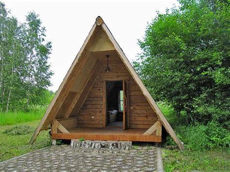cute small house designs  gable roofs  triangular
