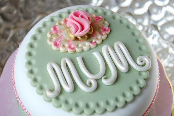 Cake Decorating Ideas For A Moms Day Cake Family Holidaynet