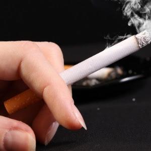 Metade da população chinesa está exposta à fumaça do cigarro no dia a dia e o país é um dos que possui mais habitantes com demência em todo o mundo