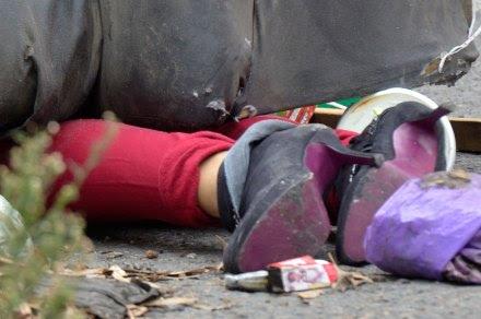 El cuerpo de una mujer hallado en Ecatepec, Edomex. Foto: David Deolarte