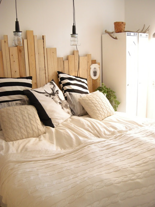 Like the uneven wood headboard and the light fixtures, but would want the lighting less close to my head.