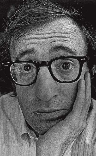 """Pesimista seductor. Woody Allen, autor de célebres aforismos como: """"La vida se divide entre lo horrible y lo miserable""""."""