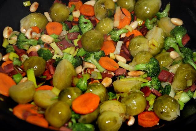 Salteado de Vegetales, jamón y Almendras (19)