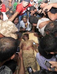 http://prensapcv.wordpress.com/2011/10/21/reacciones-frente-al-magnicidio-del-lider-libio-muammar-al-gaddafi/asesinato_gaddafi_001/