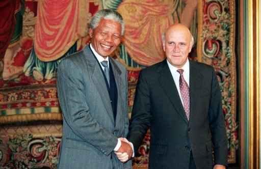 Foto de 10 de dezembro de 1993 mostra Nelson Mandela e de Klerk. Foto: AFP Photo/Gerard Julien