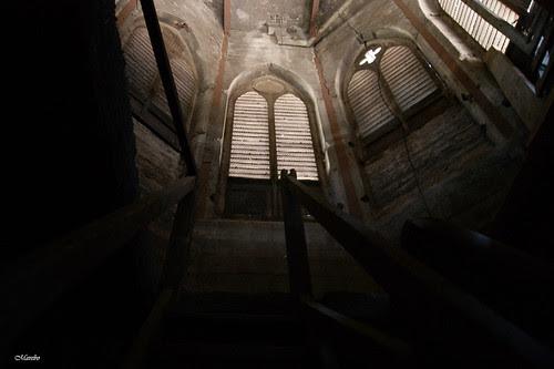 El campanario de escalones interminables by Alejandro Bonilla