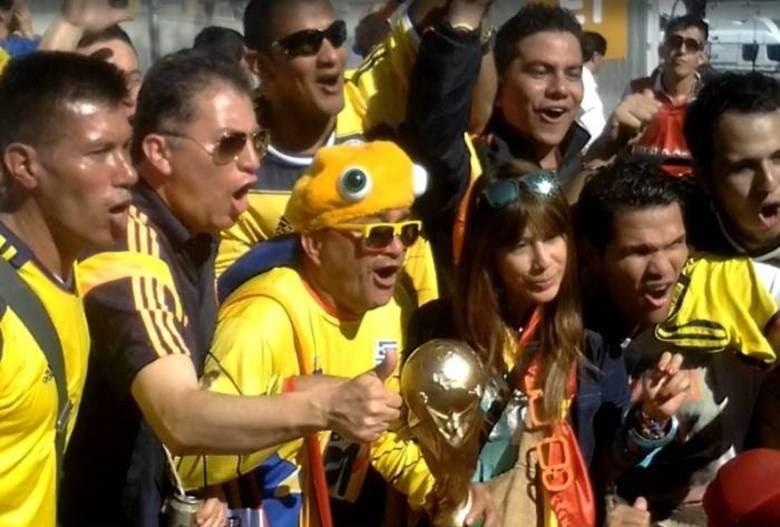 Nos últimos dez anos, esta tem sido a rotina de 'Pulpito de La Seleción', comerciante de 50 anos. Ele sai de Cúcuta, no norte da Colômbia, para seguir o time onde quer que seja. Já esteve em Copa América, eliminatórias e até na Copa da África do Sul, em 2010, mesmo sem a presença de sua seleção.— Entre 2011 a 2014, paguei muitas prestações para estar aqui. Para um jogador, é um sonho jogar uma Copa do Mundo. Já para para um torcedor, o sonho é ver um Mundial de perto. Escreva isso:quando você faz algo com o coração e se sente feliz, vá em frente. Estar aqui é um luxo, um privilégio e orgulho
