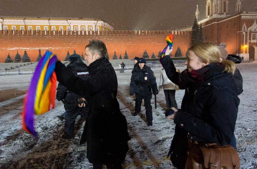 Акция гей активистов на Красной площади в момент открытия Олимпиады в Сочи