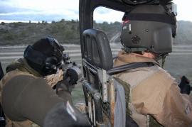 Tirador de precisión en helicóptero de ataque