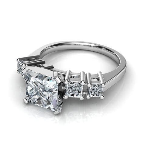 Graduated 5 Stone Round Cut Diamond Engagement Ring