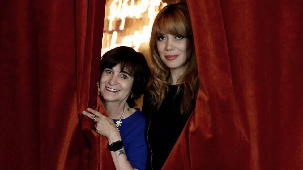 Rosa Montero y Paula Bonet en el Café Comercial en Madrid.