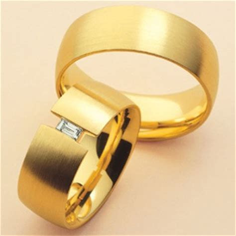 15 Matching Pair Couple Gold Rings Designs in India