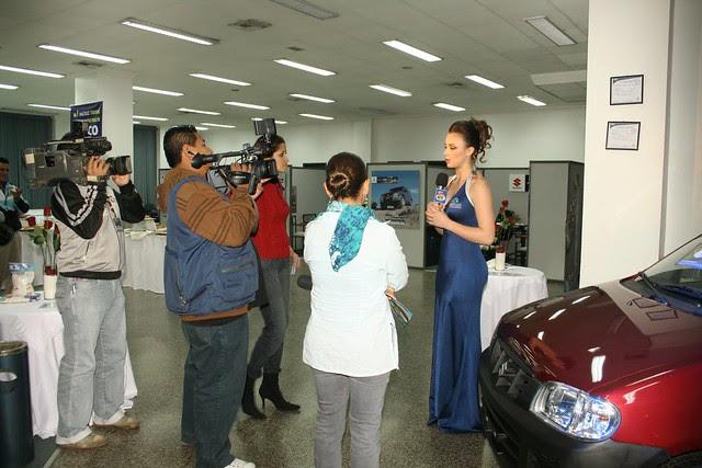 Claudia Arce de anfitriona en un evento (Foto 3) / Claudia Arce hostess at an event (Photo 3)